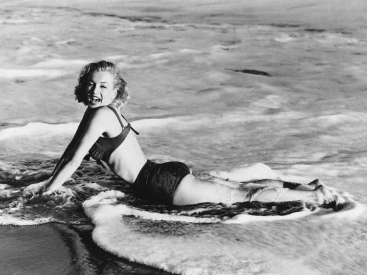 Marilyn Monroe retro foto zvozd s ulybkoy