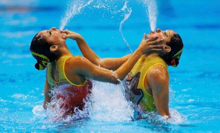 Смешное синхронное плавание